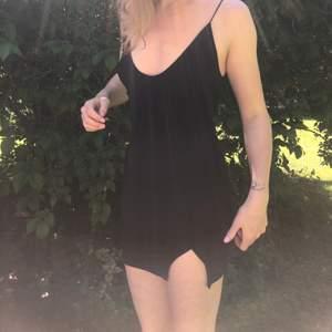 Svart klänning köpt på Asos! Aldrig använd!