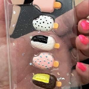 Nytt iPhone och 11 skal  i förpackning. Bilden är mitt egna skal 😌  🍦