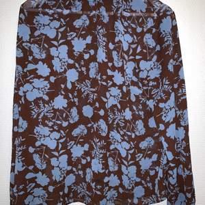 Fin och unik tröja. Brun/blå mönstrig. Mycket bra skick, knappast använd.