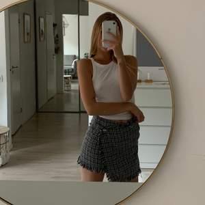 Jättefin kjol i storlek xs som passar till allt!!😍 Frakt tillkommer🥰