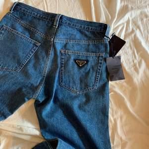 Säljer ett par Prada jeans som är helt nya. Skriv privat för fler bilder osv. Nypris omkring 7000 kr.