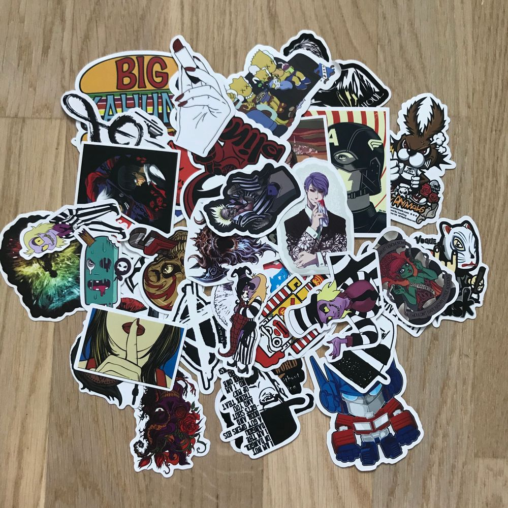 Surprise bundle med klistermärken, man får 5 stycken random klistermärken i varje bundle man köper, finns fler än dem som syns på bilden 🌸 (frakt 12kr). Övrigt.