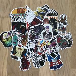 Surprise bundle med klistermärken, man får 5 stycken random klistermärken i varje bundle man köper, finns fler än dem som syns på bilden 🌸 (frakt 12kr)