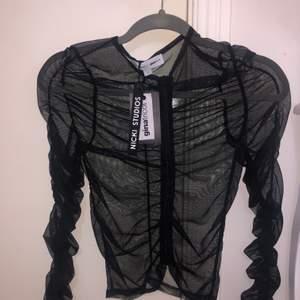 Jätte snygg mesh tröja, helt oanvänd med dragkedja från nicki studios / ginatircot (collaboration fall2020) 💖 skriv för mer info