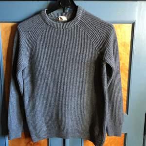 Använd tröja men den är i bra skick , är lite nopprig se bild 2 men inget som syns på lite avstånd.  Köpare betalar frakt