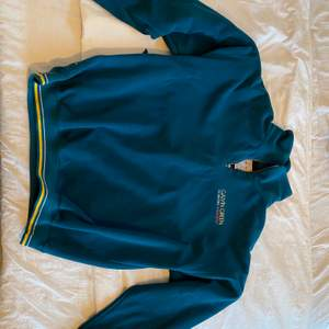 Mörkgrön fleece från Calvin Green