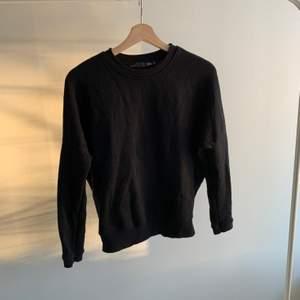 Säljer denna sweatshirt från lager 157 i strl xs.säljer då den aldrig kommer till användning, köpte här på Plick och har Knappt själv använt så är i bra skick. Buda gärna💕