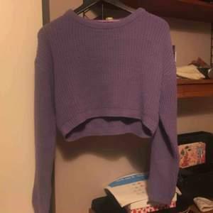 Lila stickad magtröja, supergosig tröja men använder den aldrig så därför säljer jag den.