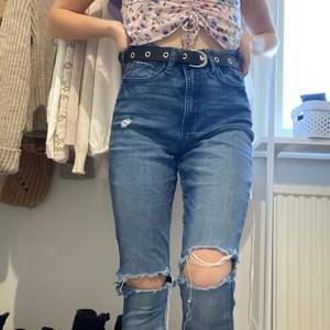 Blåa hollister jeans men hål på knäna. Bra skick! 169kr ink frakt!