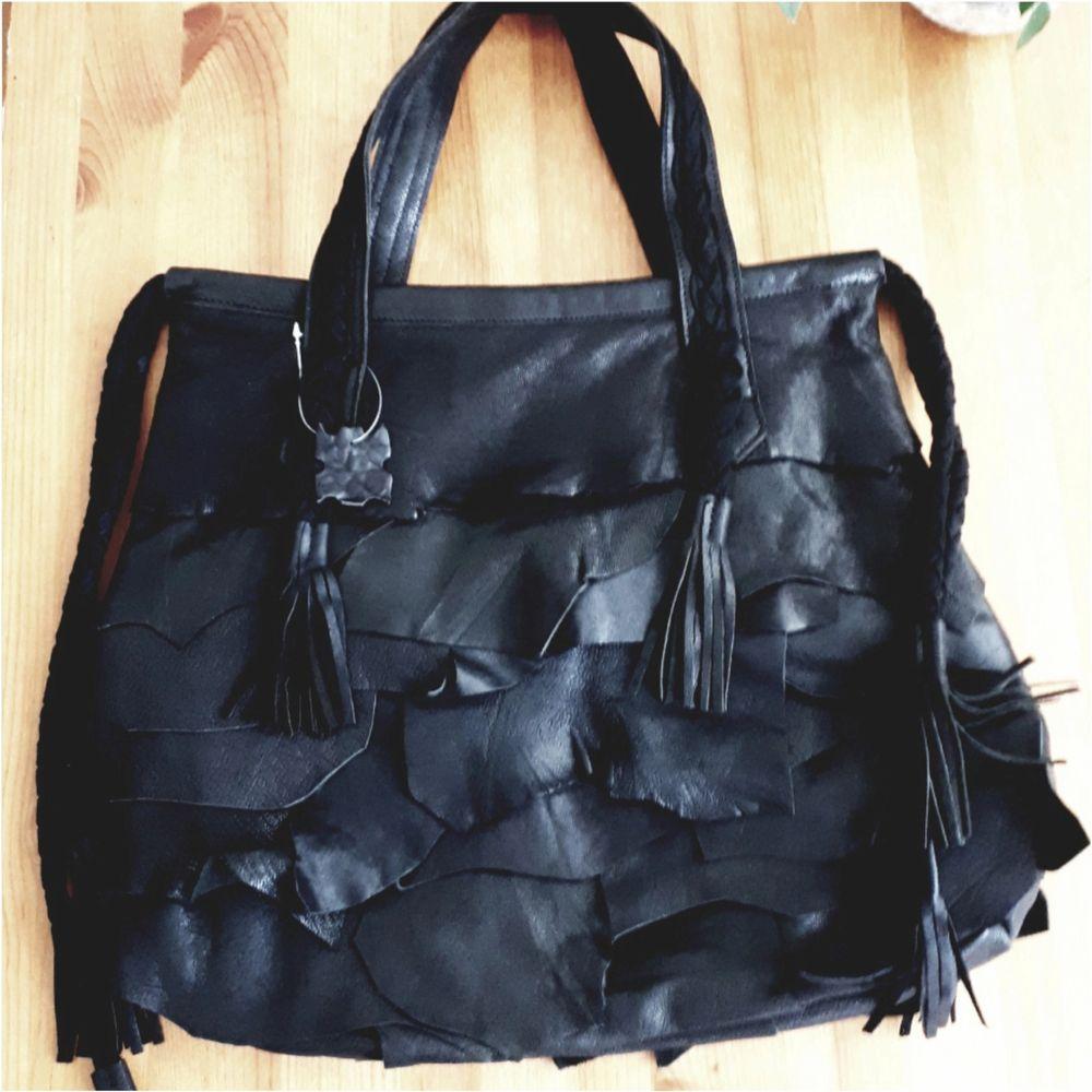 Stor väska från Lou. 47×38cm. Oanvänd.. Väskor.