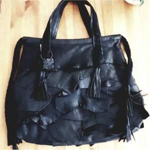 Stor väska från Lou. 47×38cm. Oanvänd.