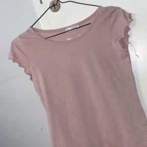 Använd 1 gång rosa tröja från lager 157 passar xs/s        30kr + frakt köparen står för frakten