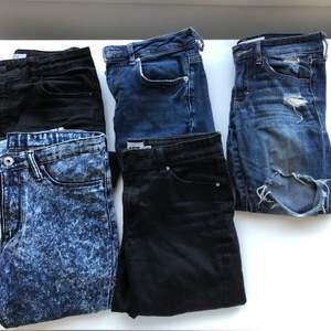 Säljer 5 olika par jeans. De är  i olika modeller och storlekar. Kontakta vid intresse och för mer info som tex skicket och fler bilder💕