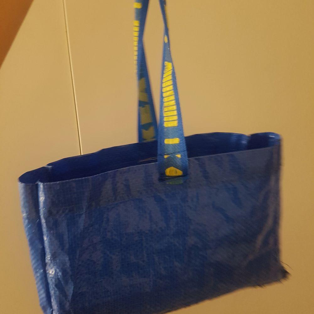 Hemagjord ikea väska,ä. Säljer till den som budar högst:). Väskor.