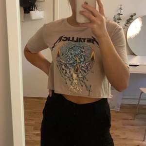 Ascool tröja som jag själv klippt lite kortare. Köparen står för frakten💖