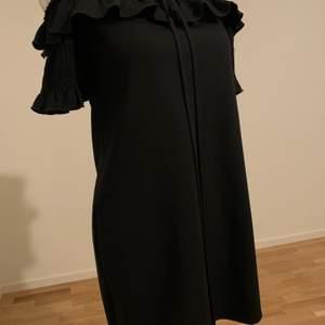Helt ny svart klänning från Zara. Storlek S