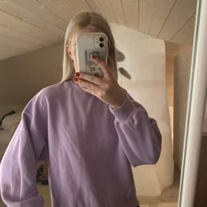 Lila sweatshirt i strl S 💜💜 buda i kommentarena.