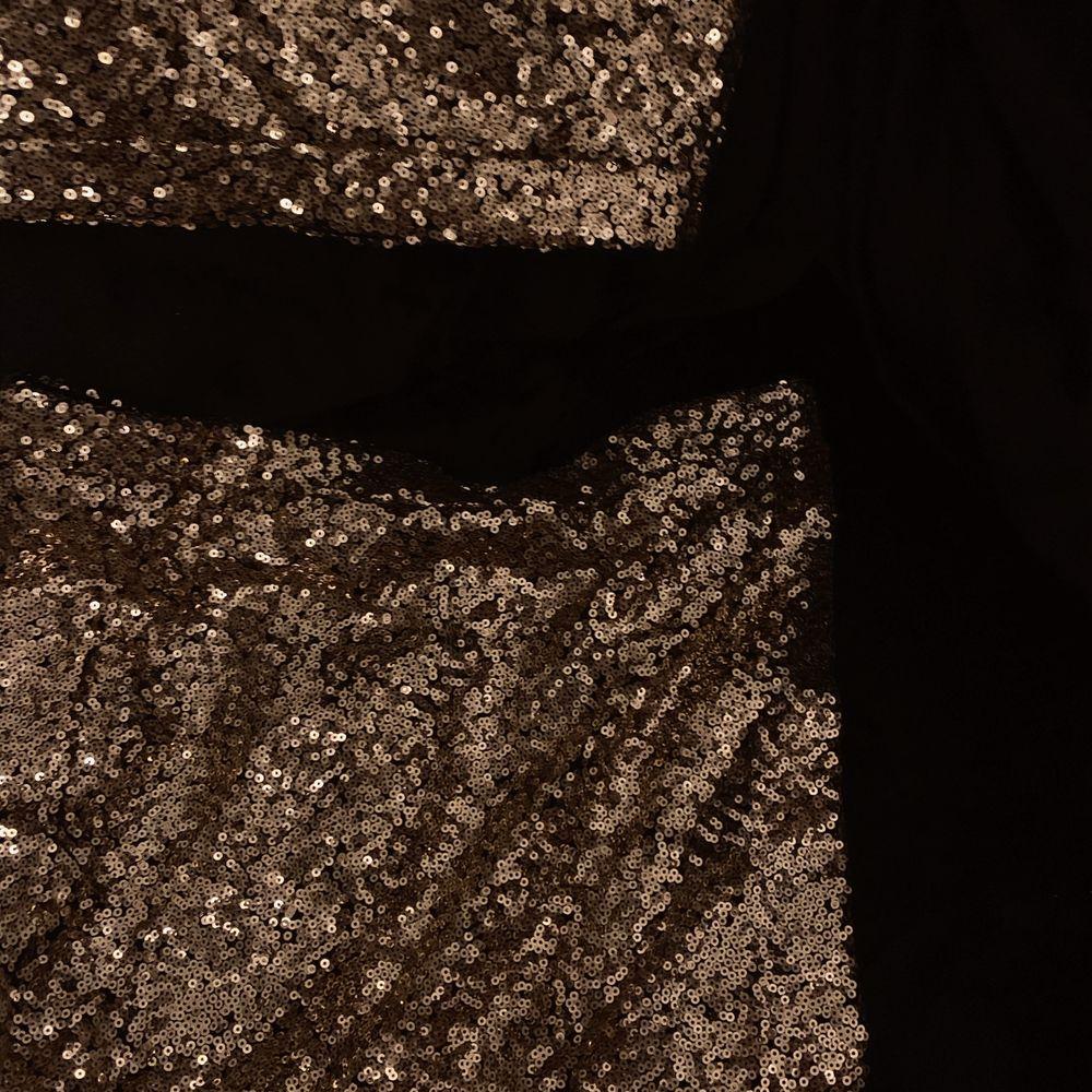 Matchande kjol och topp i guldig paljett, perfekt till nyår eller en extra glammig fest! Kan mötas upp i Lund. Eventuell frakt betalas av köparen.. Klänningar.