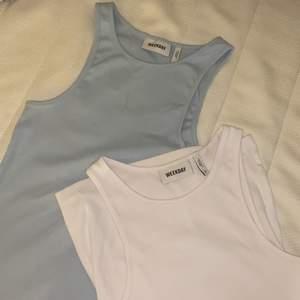 Säljer dessa weekday linnen i babyblå & vitt💕 Båda är i princip oanvända och helt i nyskick! Jätte söta linnen som passar till allt. 80 kronor styck 🥰