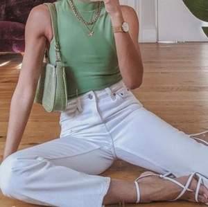 Ett par mom fit jeans från Zara, slutsålda och sitter verkligen så fint. Men dem är tyvärr för små på mig nu. Pris går att diskuteras