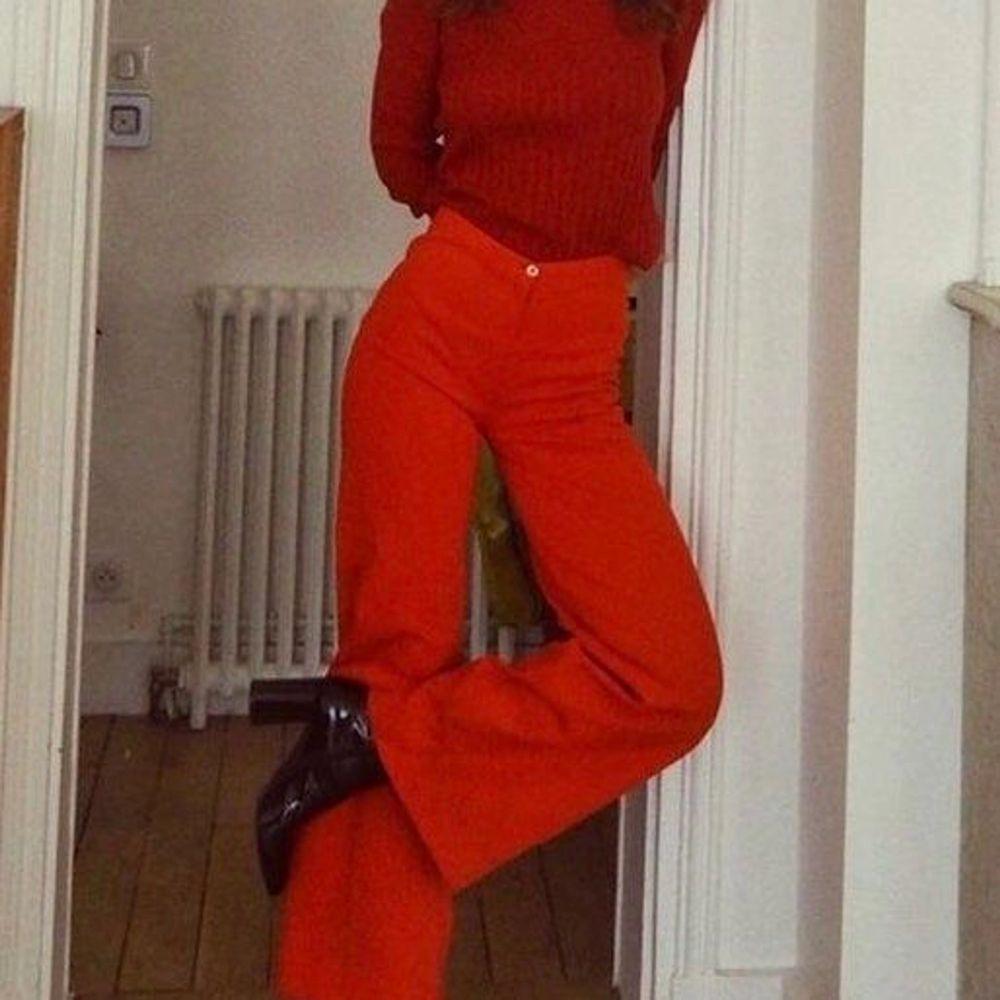 Svin coola röda byxor jag har sytt ut själv! Bara använda fåtal gånger❤️❤️. Jeans & Byxor.