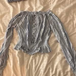 Säljer denna tröjan från H&M. Bra skick.
