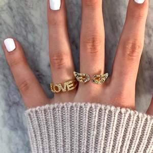 Populära ringar för endast 95kr/st 🧚🏼 Ringarna är guldpläderade med justerbara, frakten är gratis! Finns bara ett begränsat antal så passa på och köp medans de finns kvar ✨ kolla andra bilden för vilka som finns kvar!