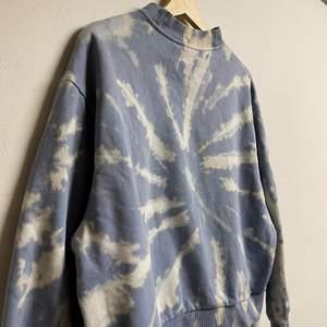 Blekt tröja från weekday☺️ Bra passform💗  sitter oversized💗 köparen står för frakt💗 köpt för 400