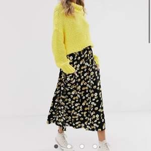Jättefin somrig kjol köpt från asos för 410kr inför midsommar. Väldigt flowy och skön och har fickor!! Perfekt för sommaren.