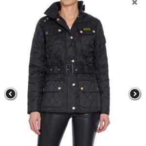 Säljer en knappt använd Barbour jacka i storlek S. Pris kan diskuteras vid snabb affär. Hör av er ofall ni har några frågor eller funderingar