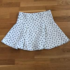 Topshop floral skirt, really good condition!