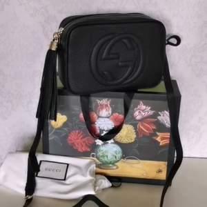Gucci väska i 100% äkta läder ingår box påse kvittot säljer ändats bra kvalitet