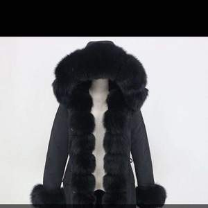 En svartpälsjacka använd en vinter , säljer den pga den är för stor för mig nu