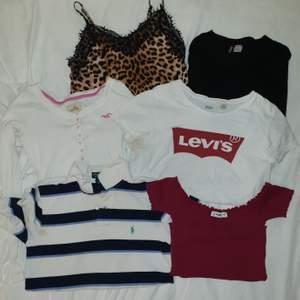 Massa olika tröjor. Alla som är från märken är äkta!!! 30 kr/st. Säljer billigt pga räknar min garderob och behöver inte dessa längre. ALLA KAN KÖPAS FÖR 150 KR. Köpare står för frakt (frakt är olika)