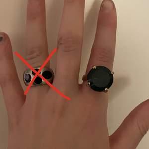Två st fina unika ringar i väldigt bra skick, de kostar 40 kr st elr 70 kr för båda💙❌den silvriga är såld❌