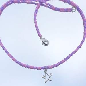 Gulligt, handgjort rosa/lila pärlhalsband med stjärnberlock🤩
