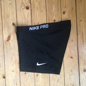 Träningsshorts från Nike PRO, knappat använda. I storlek M