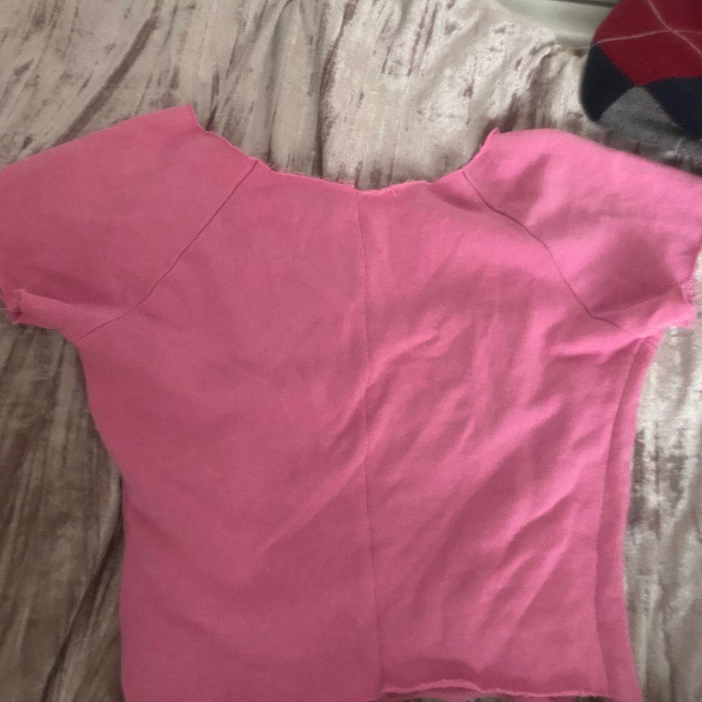 Finaste tröjan som jag sytt själv!! Mjuk fin och ✨rosa✨👍🏼🥰💘🙈 frakt är 44💞💞🌸. T-shirts.
