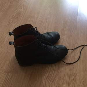 Vagabond black leather shoes in good condition.