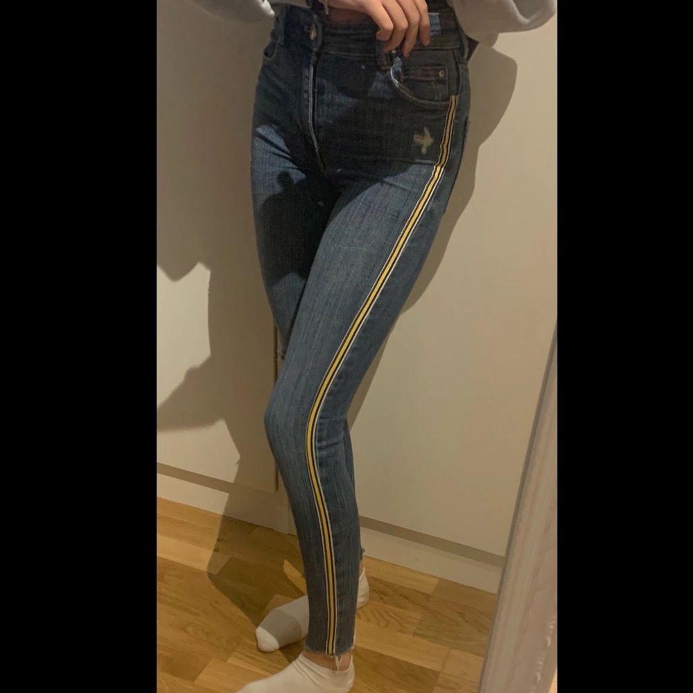 Supersnygga jeans från Zara, storlek 32💞. Jeans & Byxor.