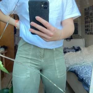 Säljer dessa riktigt coola byxor 🥰