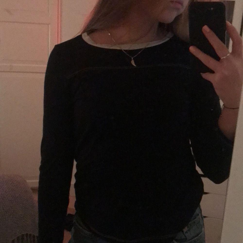 Jättesnygg Isabel marant tröja som tyvärr är lite för liten för mig men skitcool! Skriv privat för fler bilder och intresse🥰💕. Tröjor & Koftor.