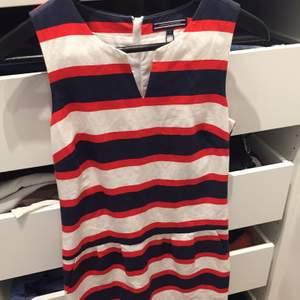 Skärgårds klänning från Tommy hilfiger, aldrig använd nypris 1200:-.