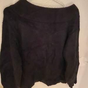 svart stickad off-shoulder tröja, frakten ingår inte i priset💕