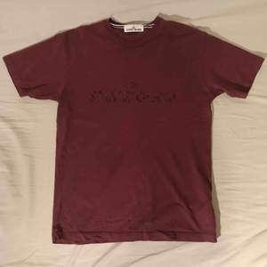Stone Island burgundy logo t-shirt Good condition, bought in Stone Island store in Stockholm.