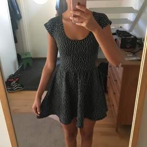 Suuuperfin klänning från Urban Outfitters. Sitter sjukt bra!!! Fin i ryggen också