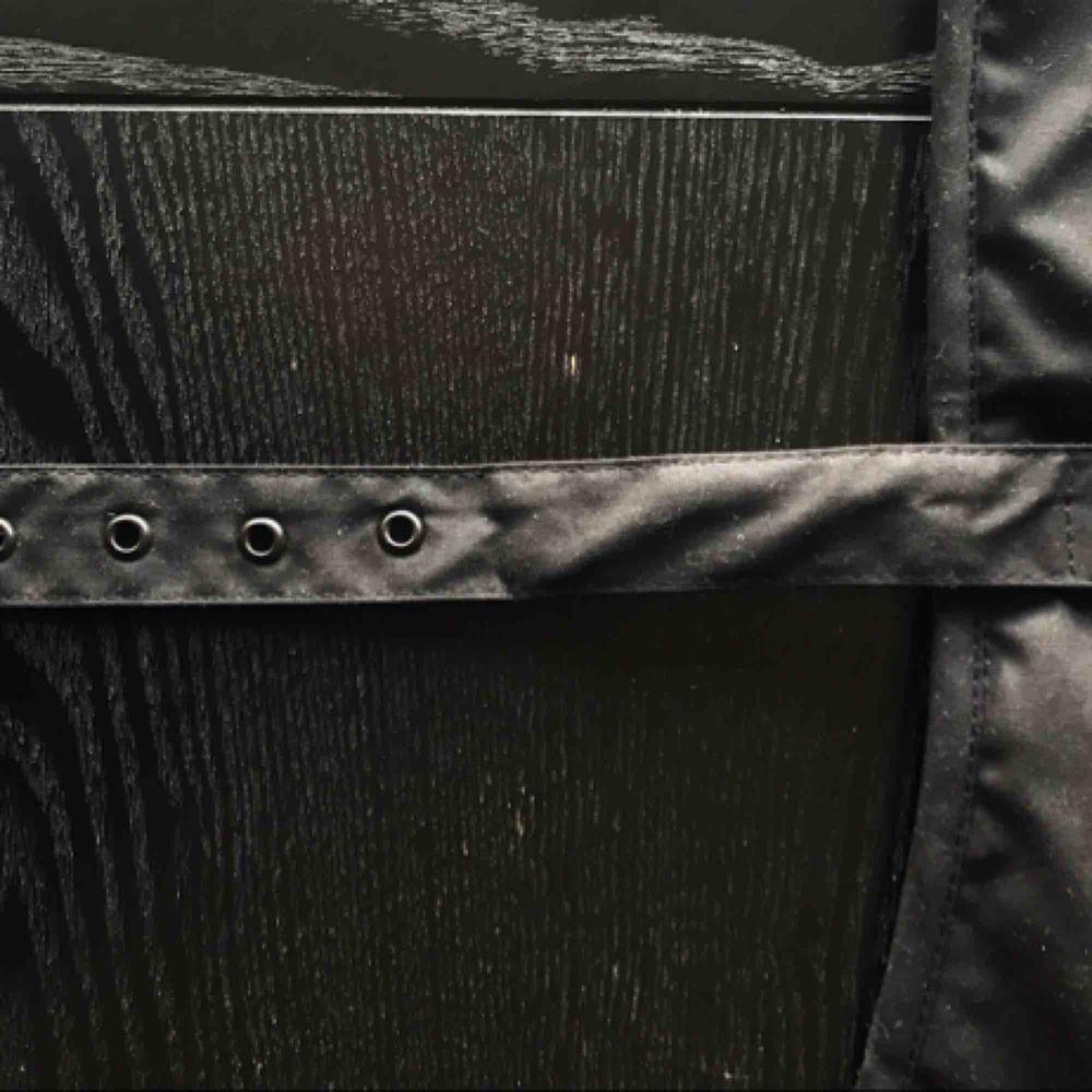 Oanvänd Classic Wax Dog Coat  Storlek S (35cm i ryggen) Endast provad.  Varan skickas mot spårbar frakt.. Övrigt.