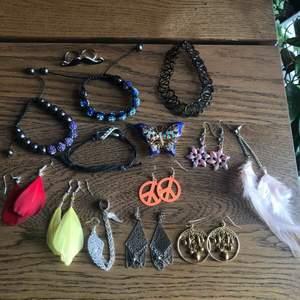 """Säljer lite olika smycken! Alla armband 10kr/styck. Alla örhängen 10kr/styck (förutom rosa fjäder 1** 20kr, mustaschring 15kr, choker 10kr, reflekterande blommor 30kr, fjärils accessoar 35kr och silvriga """"kedjer"""" längst ned 50kr) fraktar!"""