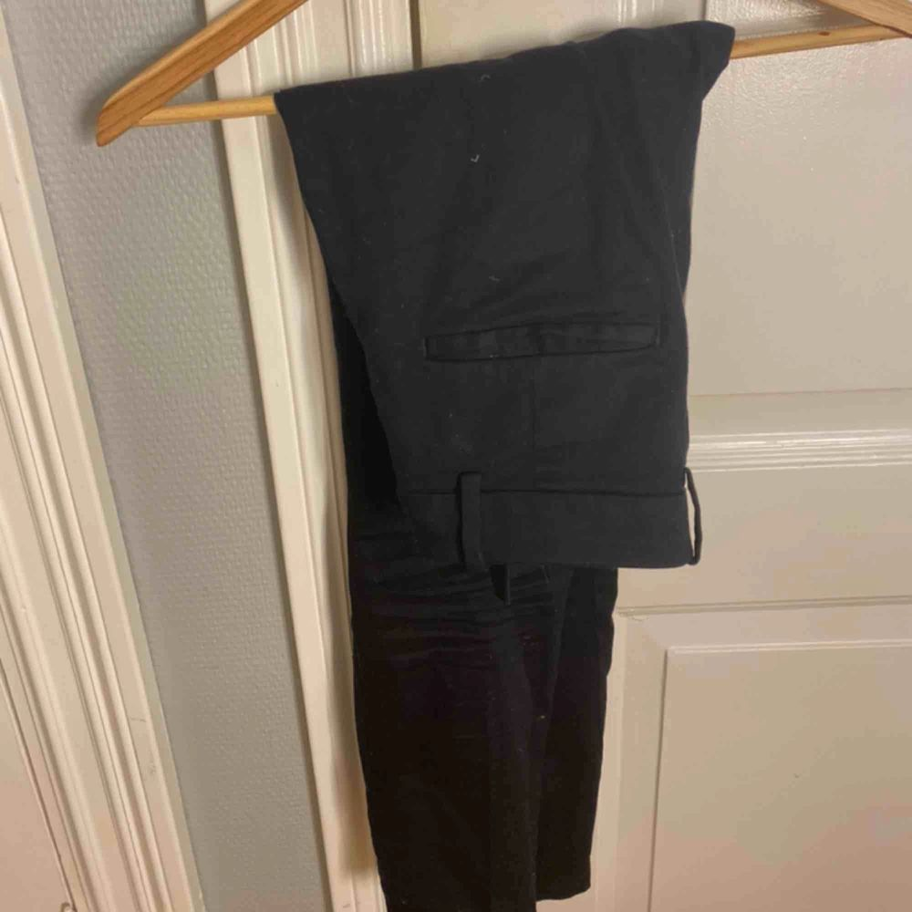 Ett par klassiska kostymbyxor eller slacks från HM. Som nya, buda. Jeans & Byxor.