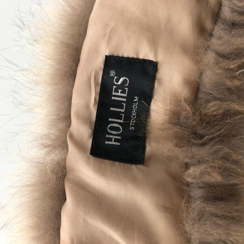 Hollies pälskrage i äkta päls 115cm från ett djur och rökfritt hem avhämtas eller skickas mot 42:- . Accessoarer.